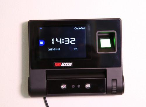 Kellokortti ERI9 kosketusnäytöllä